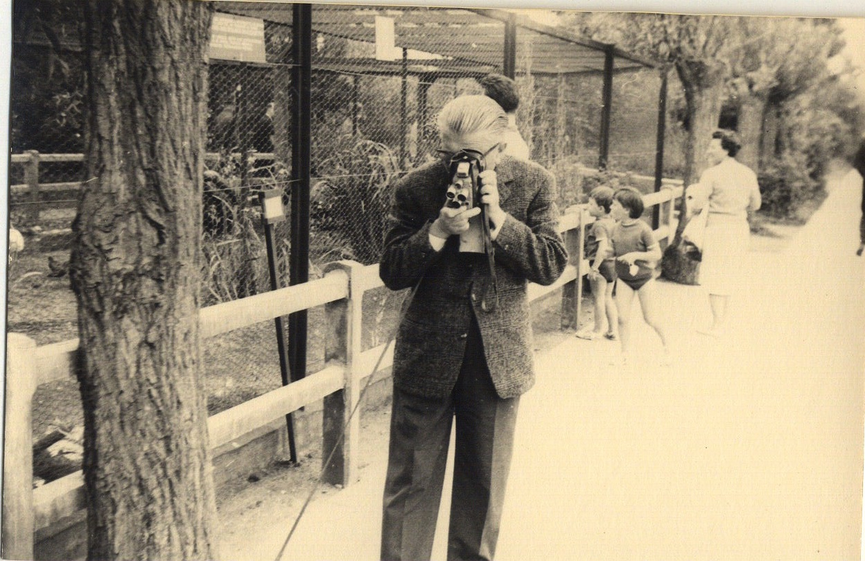 Magritte with a camera at zoo